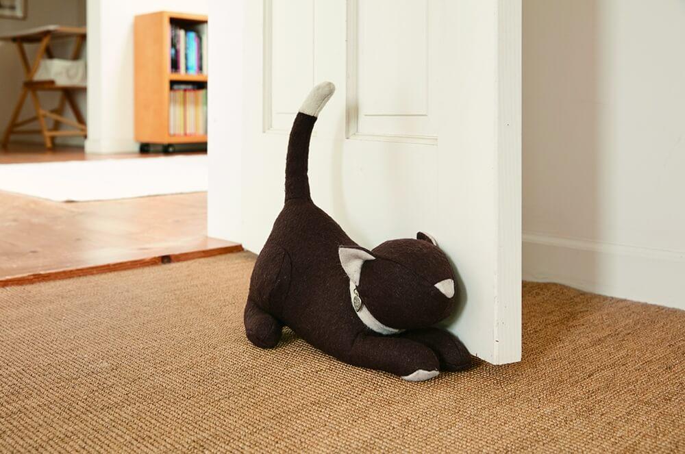 モニカリチャードの猫デザインのドアストッパー