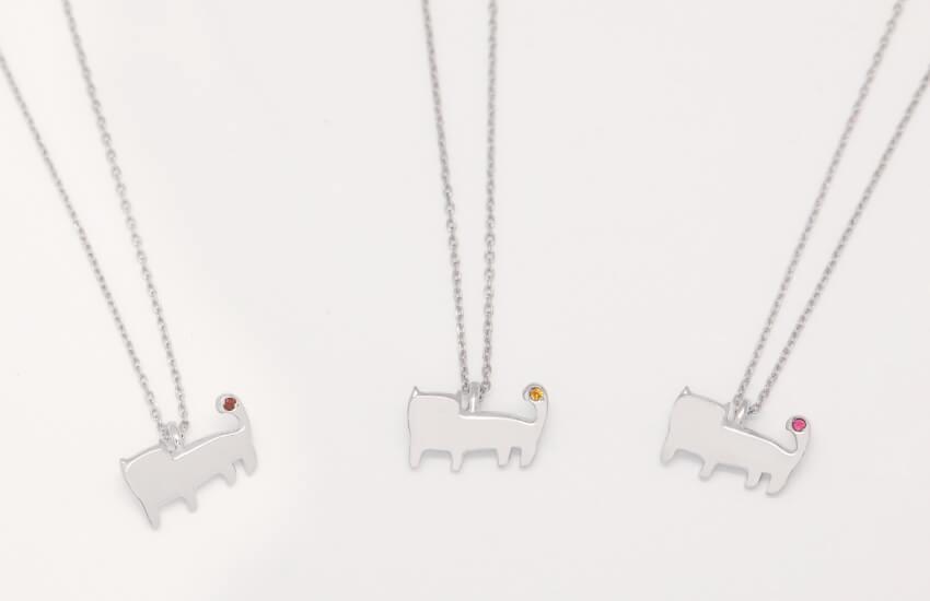歩く「さくら猫、りんご猫、れもん猫」をモチーフにしたネックレス by Catton(キャットン)