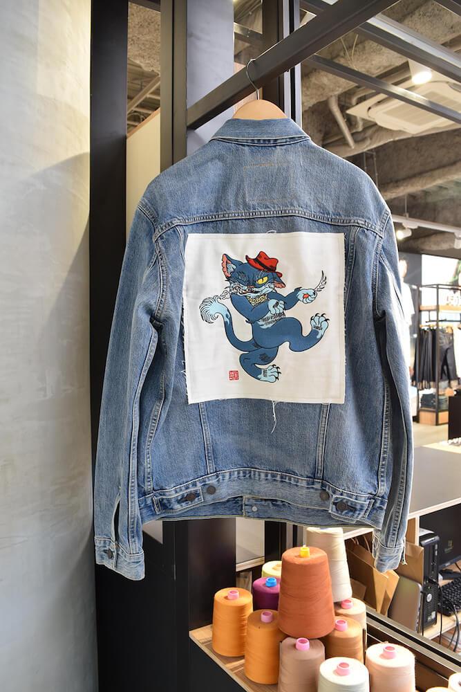 トラッカージャケット(Gジャン)に「スバイリー」の刺繍を施したイメージ by リーバイスのCat Art Project