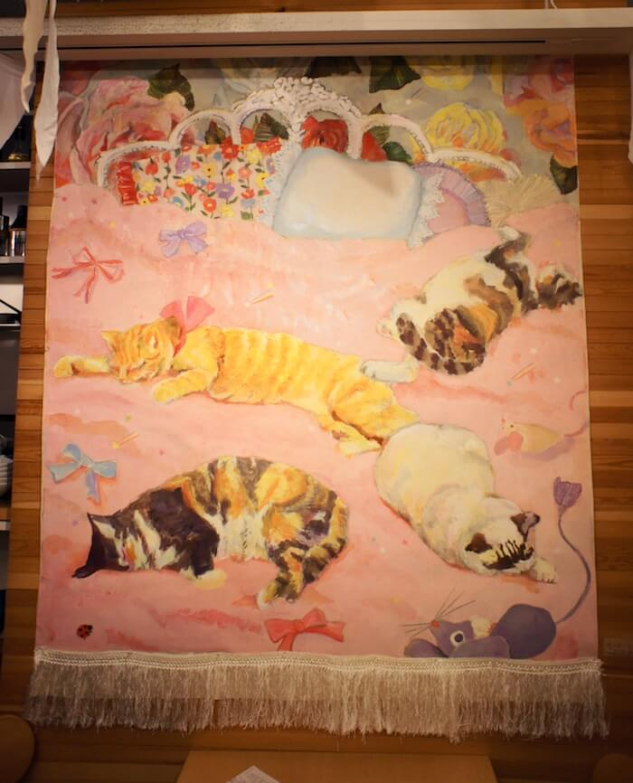 たくさんの猫が寝転んでいるイラスト作品 by YUMIMPO*(ゆみんぽ) 「猫そんなに好きじゃない展」