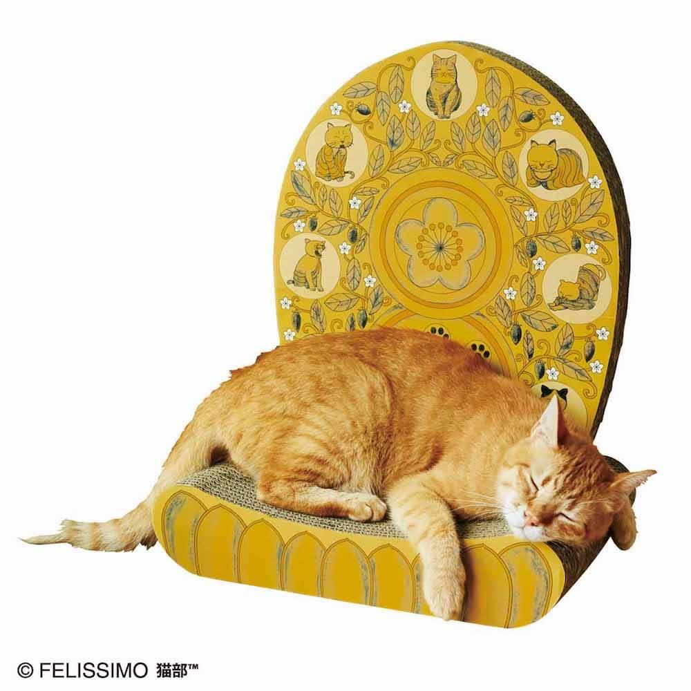 光背つめとぎの台座カーブで寝る猫