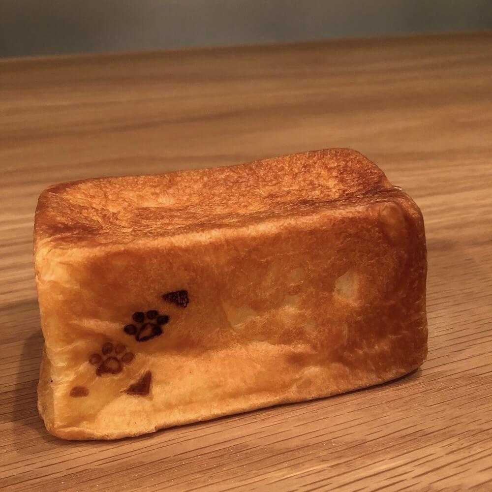 猫の足跡パン by panda