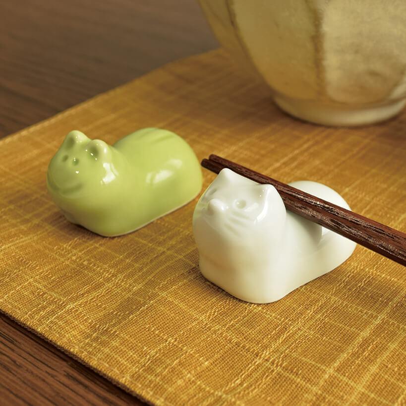 ネコとカエルの有田焼箸置き by カルディの「粋な箸置きセット」