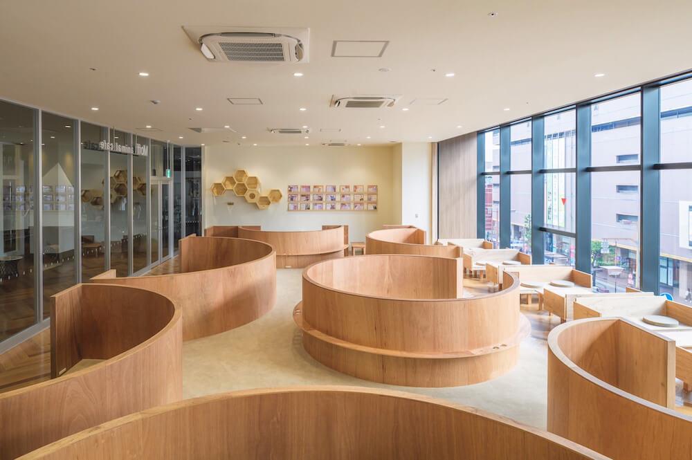 風呂桶のような形の半個室スペース by Moff animal cafe(モフ アニマルカフェ)大分オーパ店