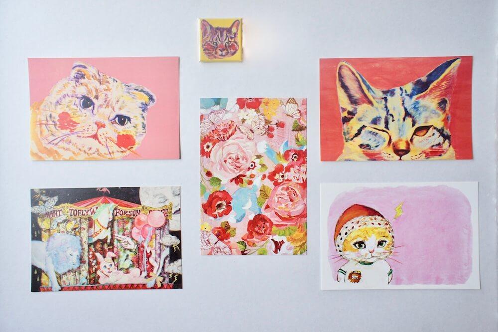 画家・YUMIMPO*さんの猫イラストがデザインされたグッズ