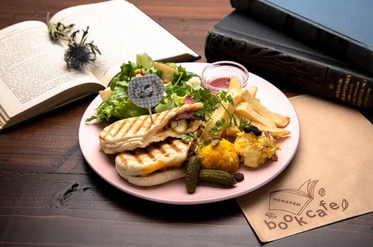 ビーフチーズパニーニプレート by ねこぺんBOOK CAFE