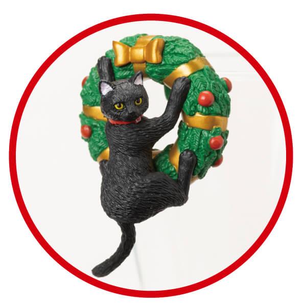 リースにしがみついた黒猫フィギュア「ふちねこ」 by シャノアール