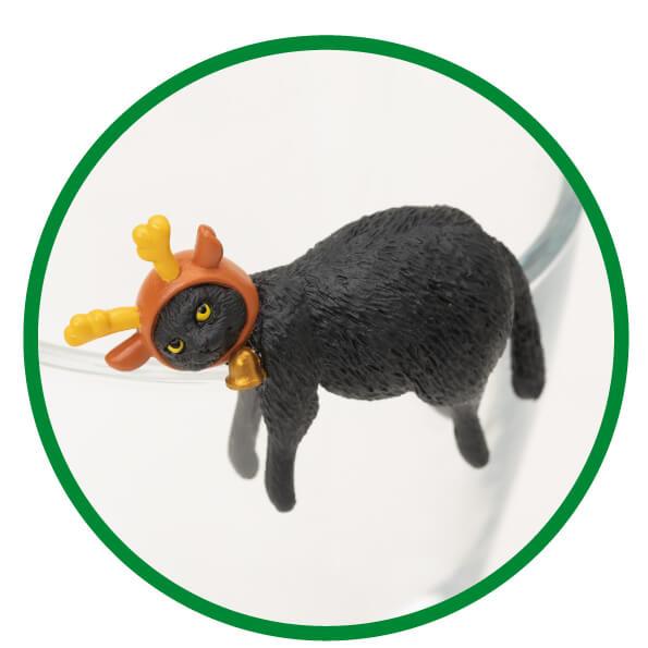 ジャンボトナカイに扮した黒猫フィギュア「ふちねこ」 by シャノアール