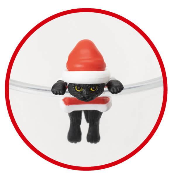 サンタクロースに扮した黒猫フィギュア「ふちねこ」 by シャノアール