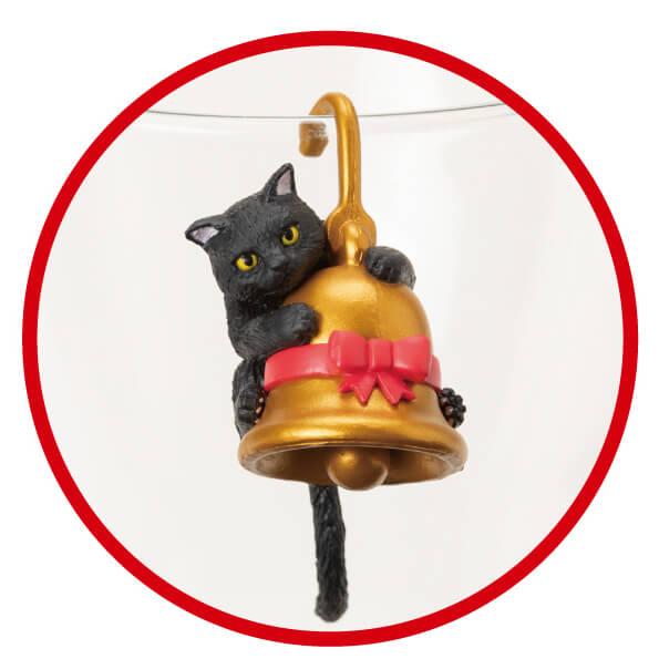 クリスマスベルにしがみついた黒猫フィギュア「ふちねこ」 by シャノアール