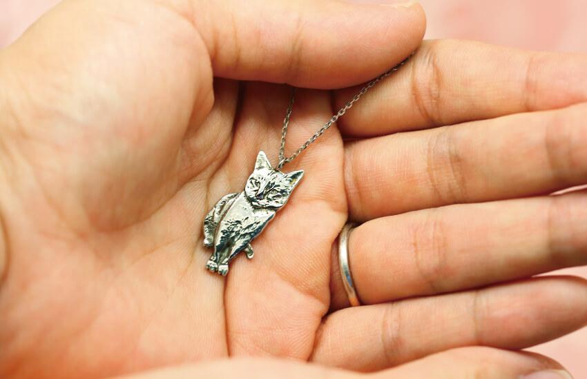 猫の写真から立体的なネックレスを作れる「ウチノコジュエリー」の完成イメージ