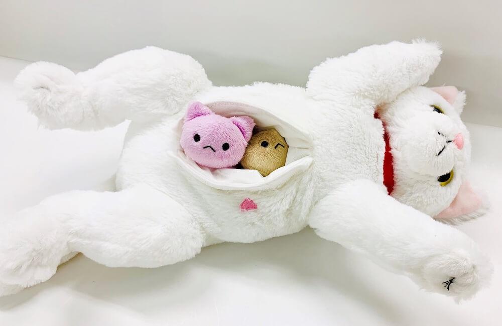 ぬいぐるみ玩具「ねこ産んじゃった!」の出産シーン