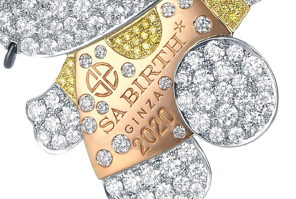 2020万円するハローキティのダイヤモンドジュエリーに刻印されているSA BIRTH GINZAの文字