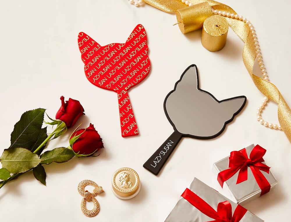 レイジースーザン(LAZY SUSAN)のクリスマスプレゼントキャンペーンでもらえる「ネコ耳型のハンドミラー」