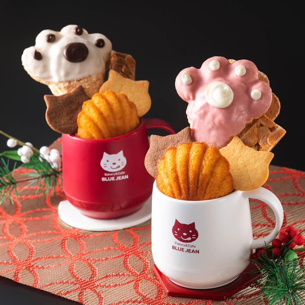 マグカップに猫の焼き菓子を盛り付けた「新春いろねこ紅白マグ」 by ベーカリー&カフェ ブルージン