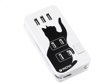 黒猫がデザインされた電源タップ「Smacube TAP3 クロネコ」の製品イメージ