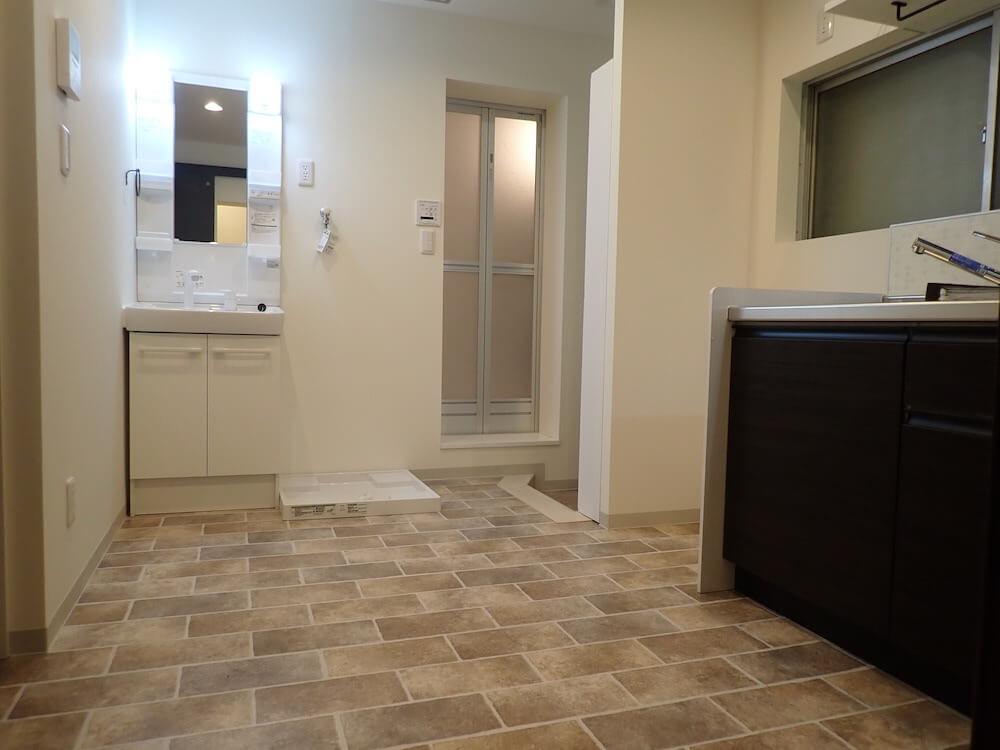 目黒の猫共生住宅「ねことすまふ」の洗面台