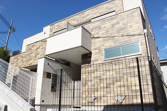 猫共生住宅のテラスハウス「ワコーレヴィアーノ高丸 猫の家」の外観イメージ