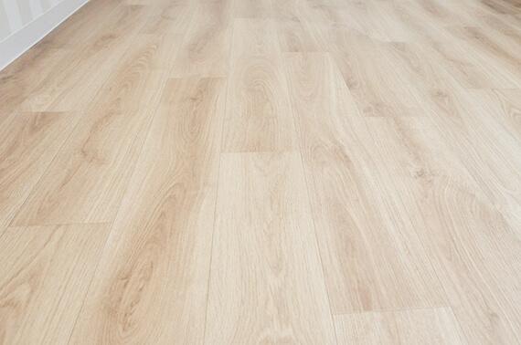 床材は木目調のクッションフロア by 猫仕様のテラスハウス「ワコーレヴィアーノ高丸 猫の家」