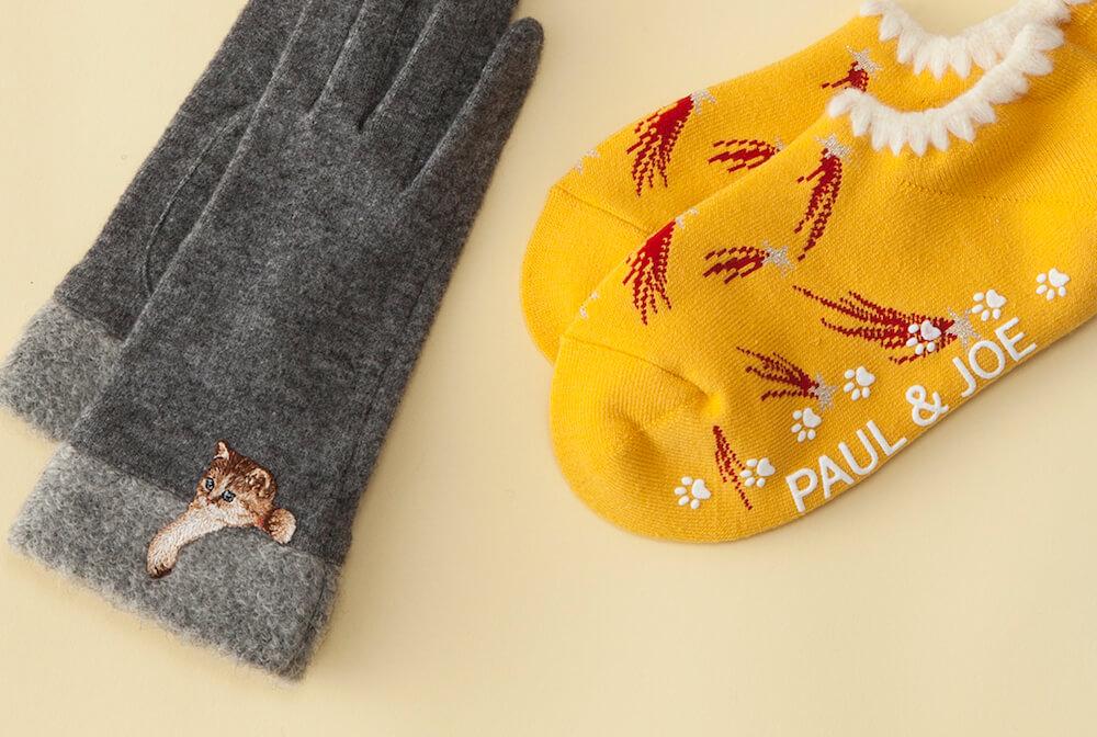 猫のヌネットがデザインされたグローブ&流れ星柄のルームソックス by PAUL & JOE ACCESSOIRES(ポール & ジョー アクセソワ)