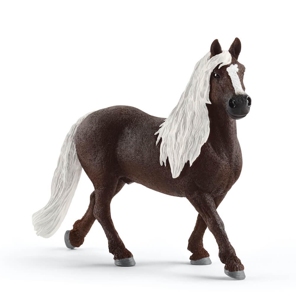 シュヴァルツヴァルト馬(オス)のフィギュア by ドイツのフィギュアブランド「シュライヒ」