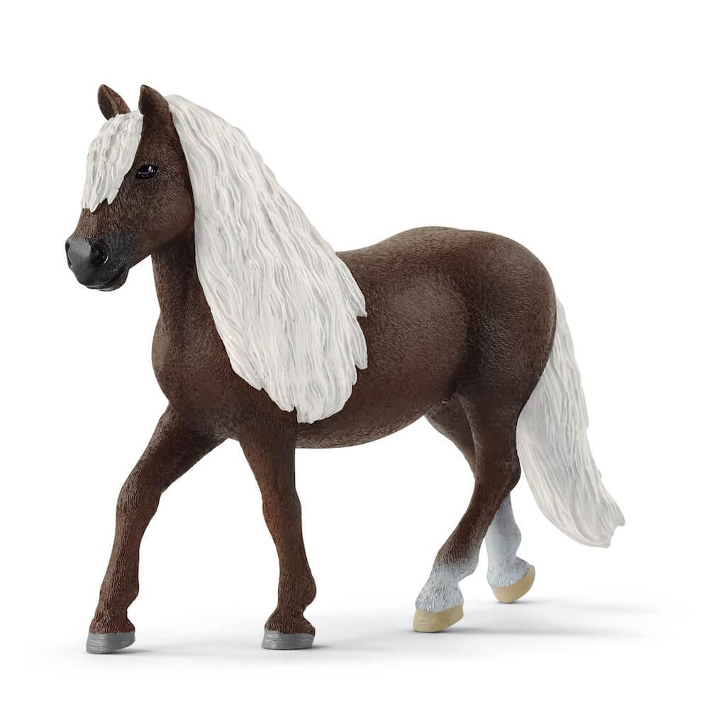 シュヴァルツヴァルト馬(メス)のフィギュア by ドイツのフィギュアブランド「シュライヒ」