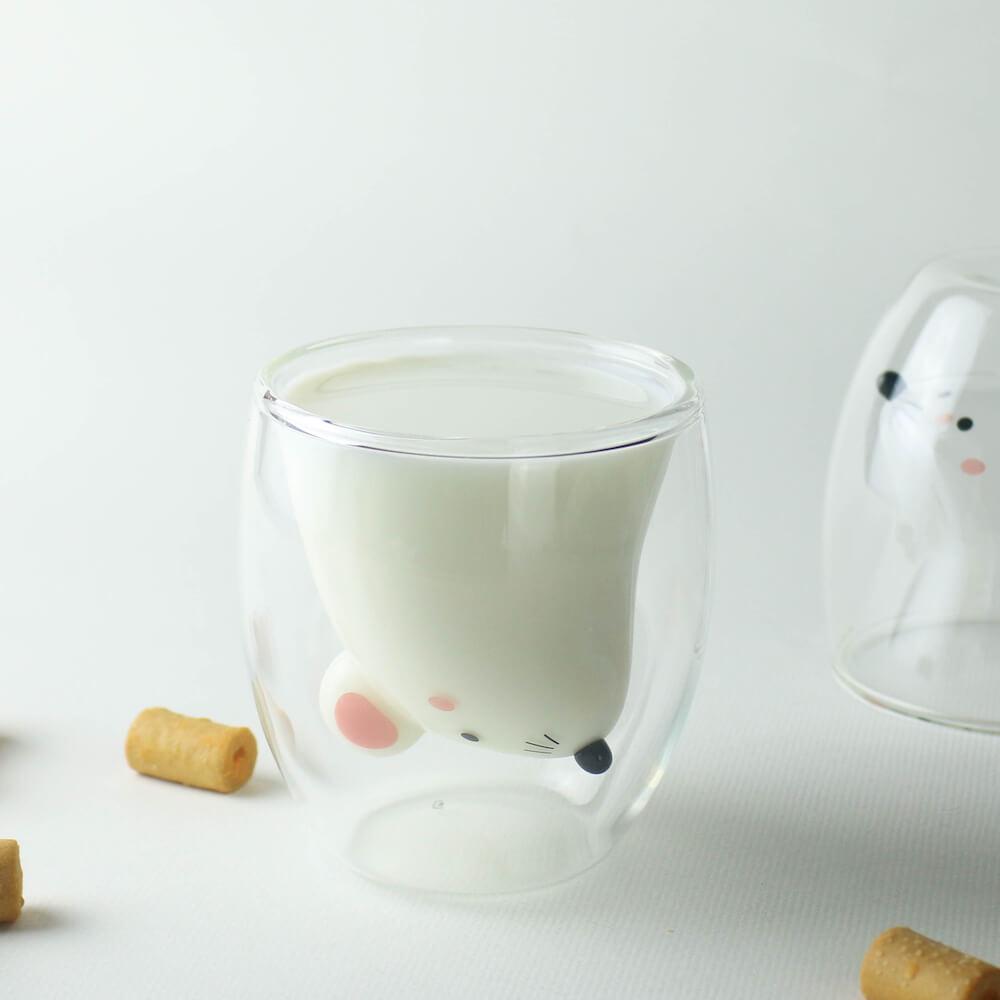 GOODGLAS(グッドグラス)のねずみ版「ちゅー」にミルクを注でキャラクターが現れた状態