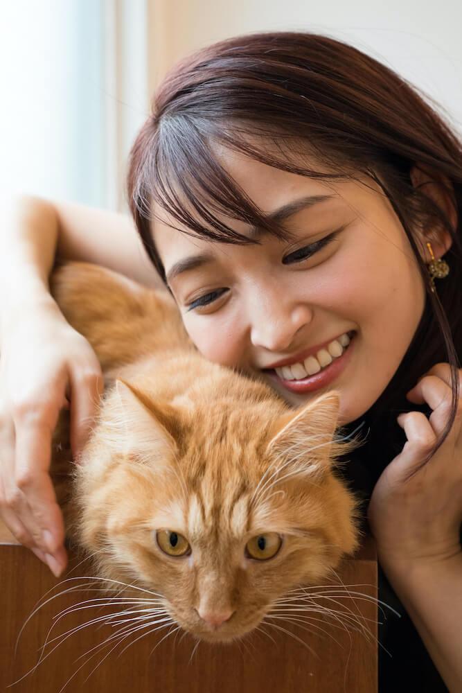 岡本玲さん、茶トラ猫の「おかか」