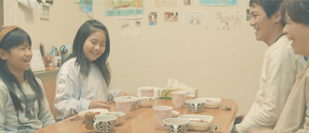 食卓コミュニケーション・トイ「猫舌フーフー」が親子のコミュニケーションにつながるイメージ