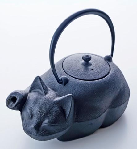 猫の形をした急須「クロネコ」 by 日本橋 木屋急須