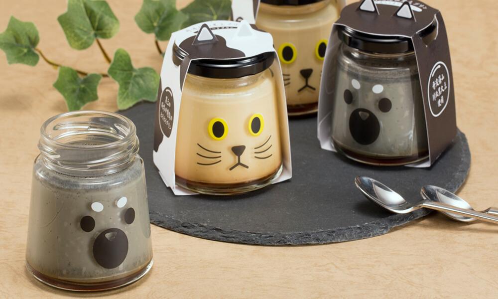犬猫の耳や顔がデザインされた「丹波篠山黒豆プリン」の製品イメージ