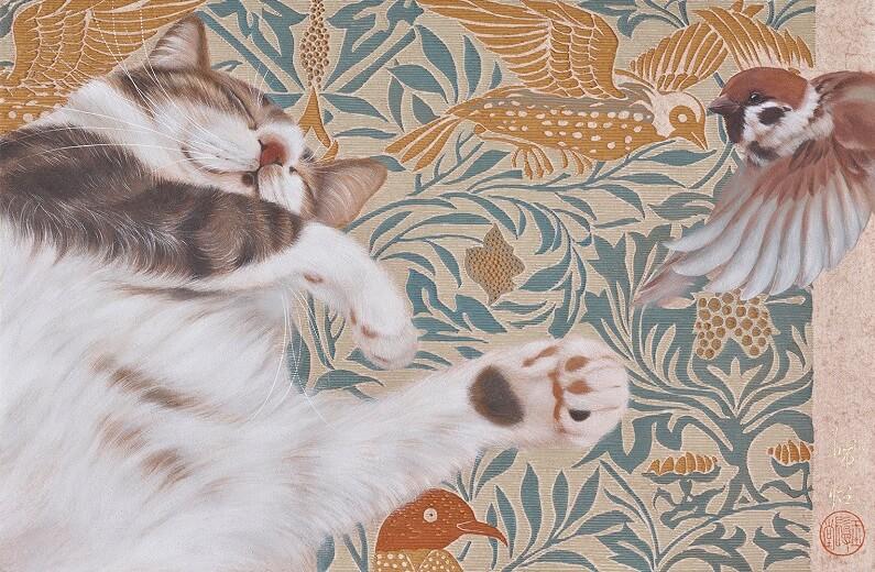 ヘソ天で眠る猫と雀の絵画、作品名「入夢」 by チン・ペイイ(陳 珮怡)