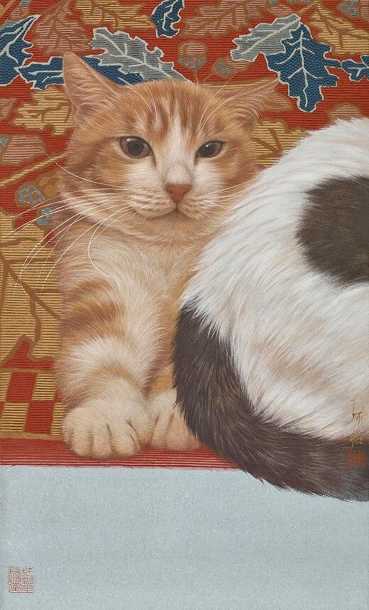 絨毯の上でくつろぐ茶白猫の絵画、作品名「靠山」 by チン・ペイイ(陳 珮怡)