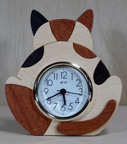 三毛猫の背中をモチーフにした卓上時計「みけ背中」木工房さかい