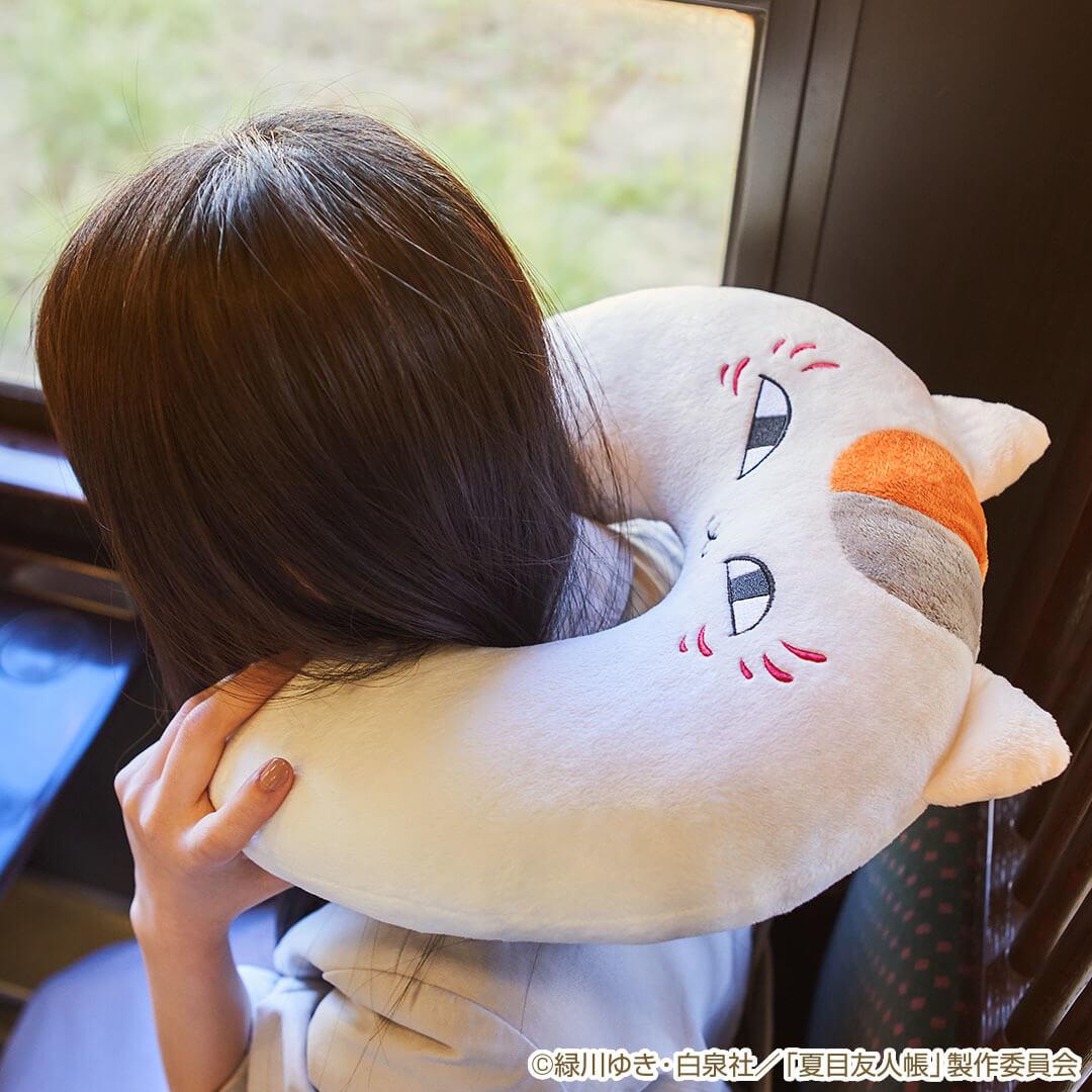 B賞:ニャンコ先生ネックピロー by 一番くじ 夏目友人帳 ~ニャンコ先生と春の旅~
