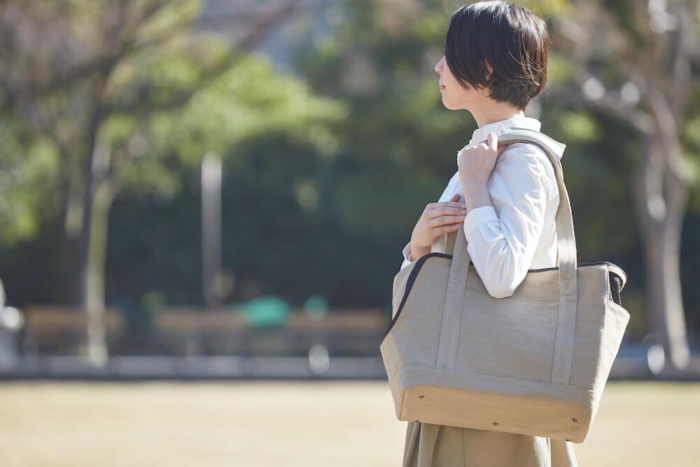 麻カバーを閉めて猫の視界を遮った様子 by Neko Carry Bag(ネコキャリーバッグ)