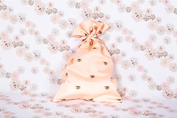 ヌネット ロングスリーブシャツ 付属の巾着袋 by PAUL & JOE(ポールアンドジョー)