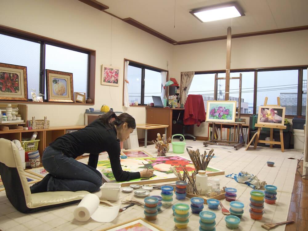 瑞慶覧かおりさんが描くフレスコ画の制作風景