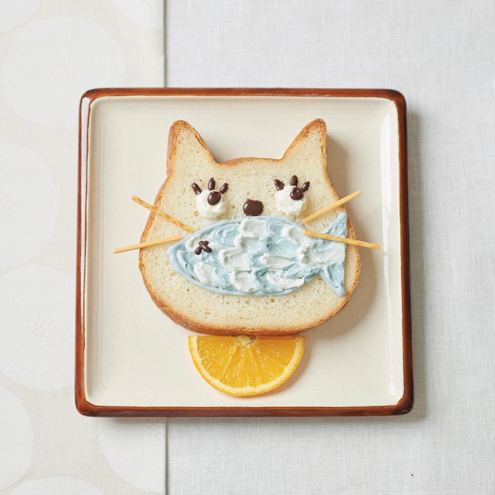 ネコ型の高級食パン「ねこねこ食パン」に猫の顔を描いたイメージ