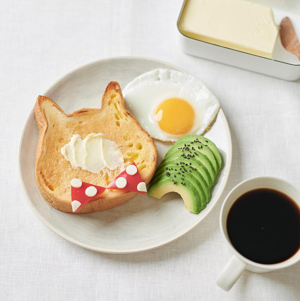ネコ型の高級食パン「ねこねこ食パン」を使った朝食の盛り付けイメージ
