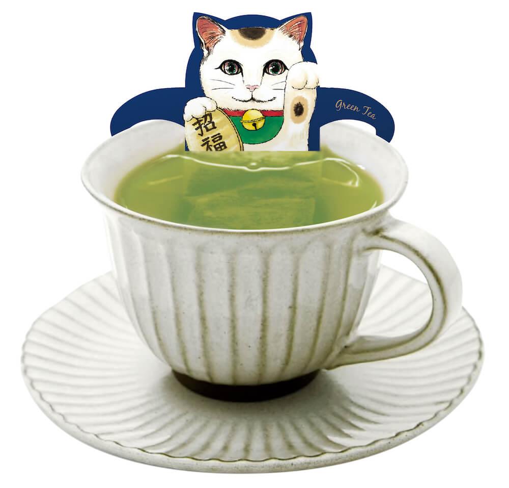 緑茶に浸かった招き猫のティーバッグ by ジャパンキャットカフェ(JAPAN Cat Cafe)