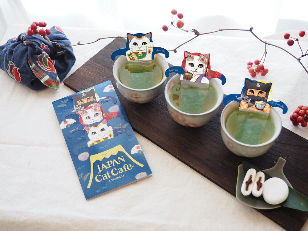 ジャパンキャットカフェ(JAPAN Cat Cafe)でティーバッグでお茶を淹れたイメージ