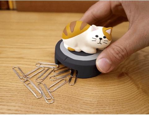 猫の「掃除機型クリップホルダー」使用イメージ