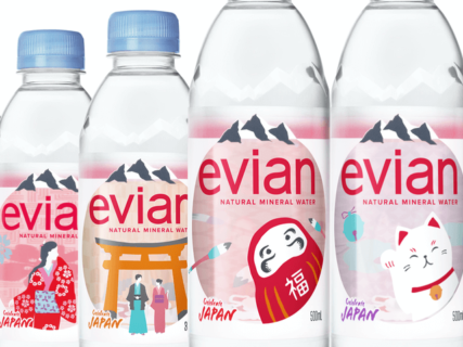 ミネラルウォーターのエビアンが招き猫デザインの限定ボトルを発売!日本上陸35周年記念