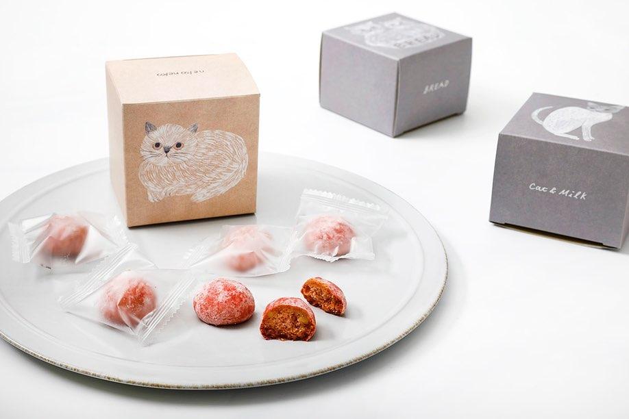 猫イラストがパッケージにデザインされた「ねこねこクッキー」イチゴ味 by ねこねこ食パン