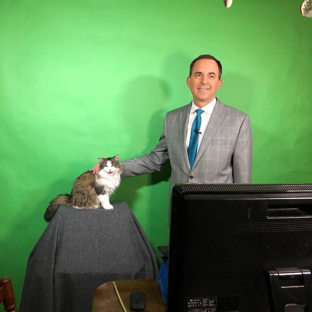 アメリカ・インディアナ州の気象予報士ジェフ・ライオンズ氏と愛猫のベティ