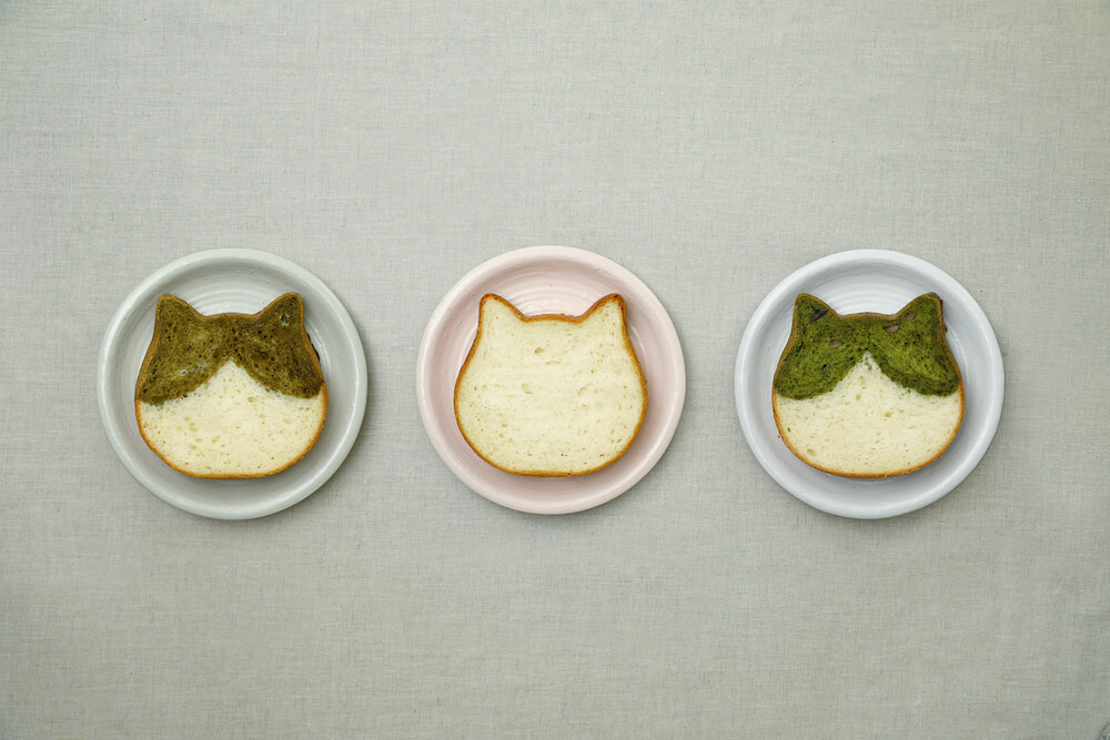 京都ねこねこ食パンをスライスしたイメージ(ほうじ茶味、プレーン味、抹茶味)