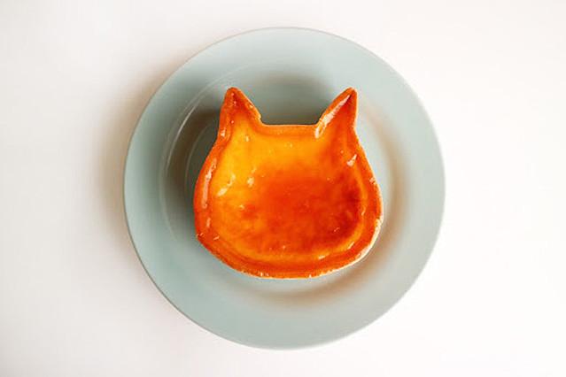 猫型チーズケーキ「ねこねこチーズケーキ」の実物写真(上から見たイメージ)