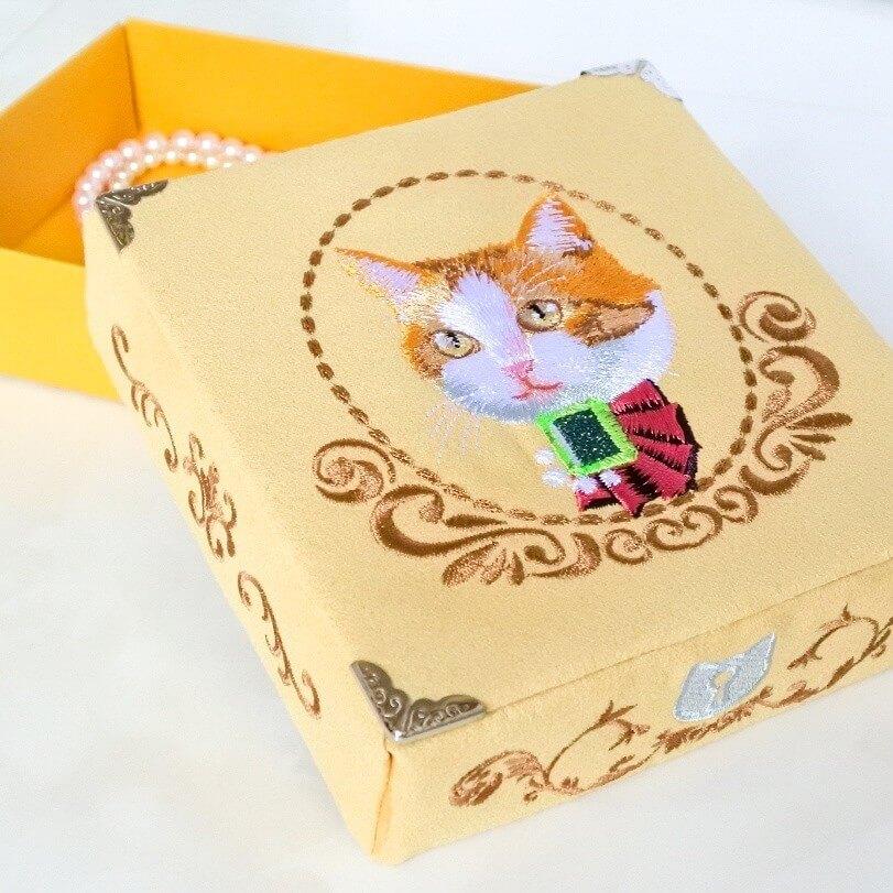 猫と宝石をテーマにした小物入れ by ハンドメイド作家のコイトネコ