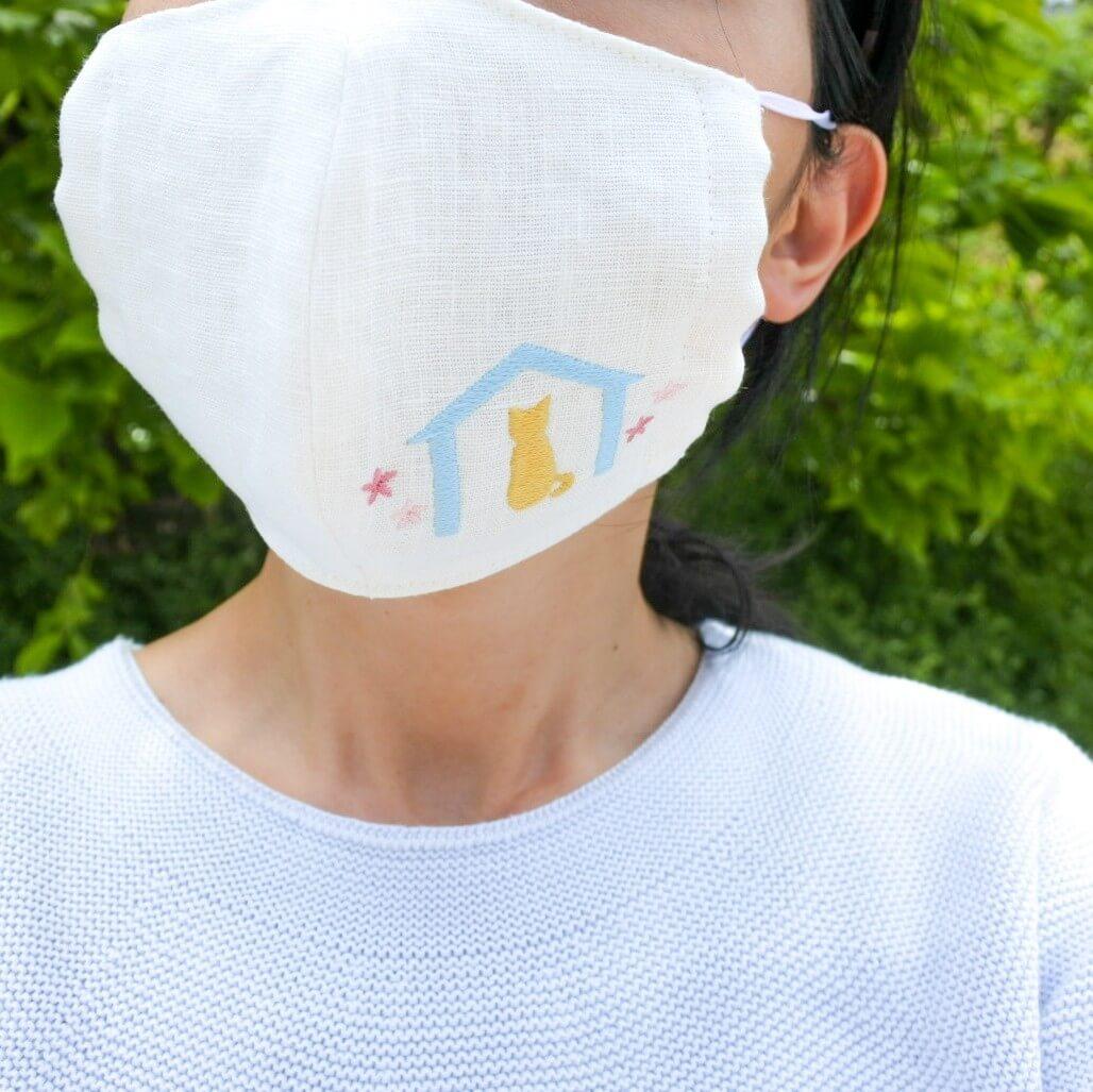 猫マスク「猫とおうちのステイホームマスク」 の装着イメージ